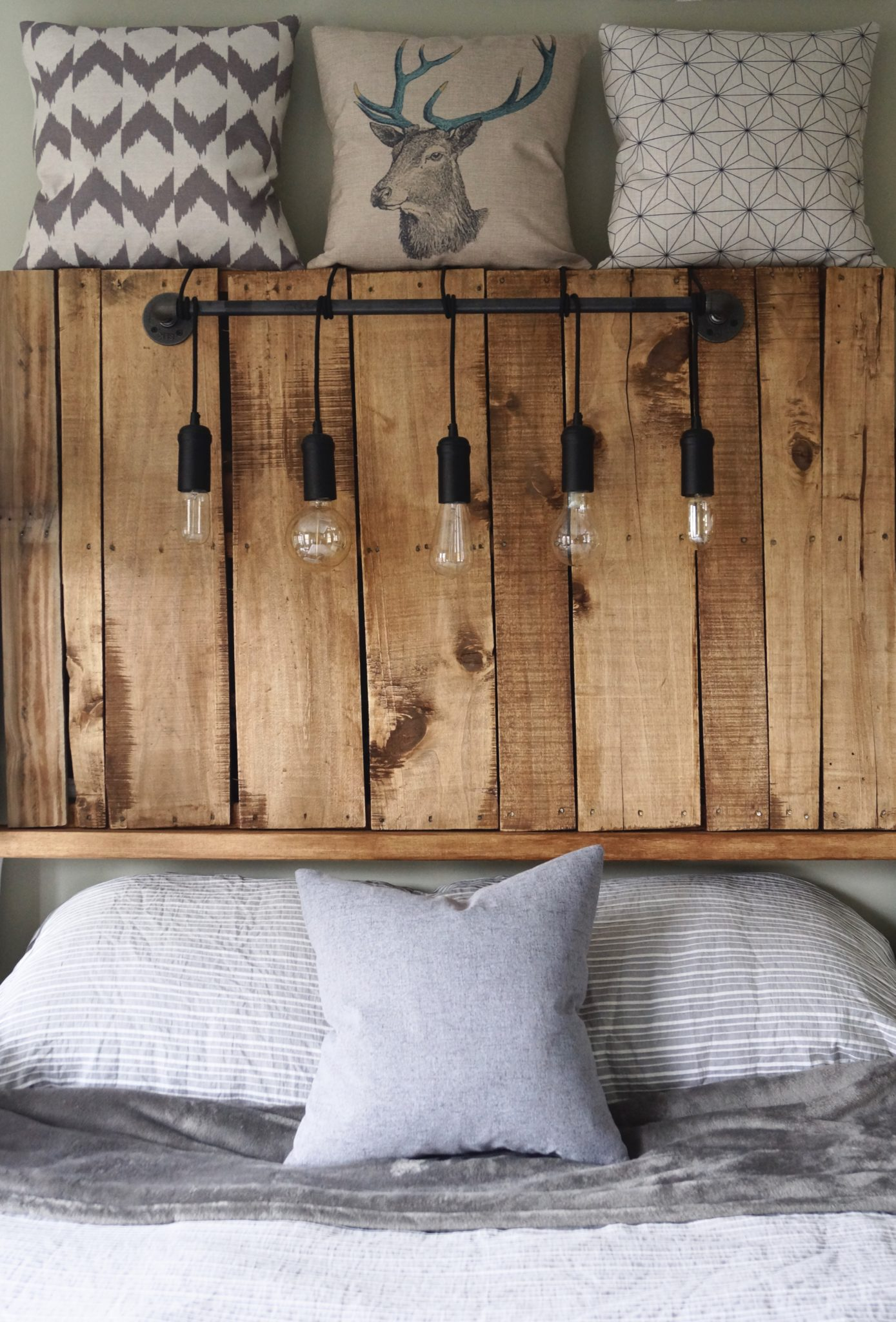 Diy Pallet Headboard With Edison Bulbs Thekillerlook Com